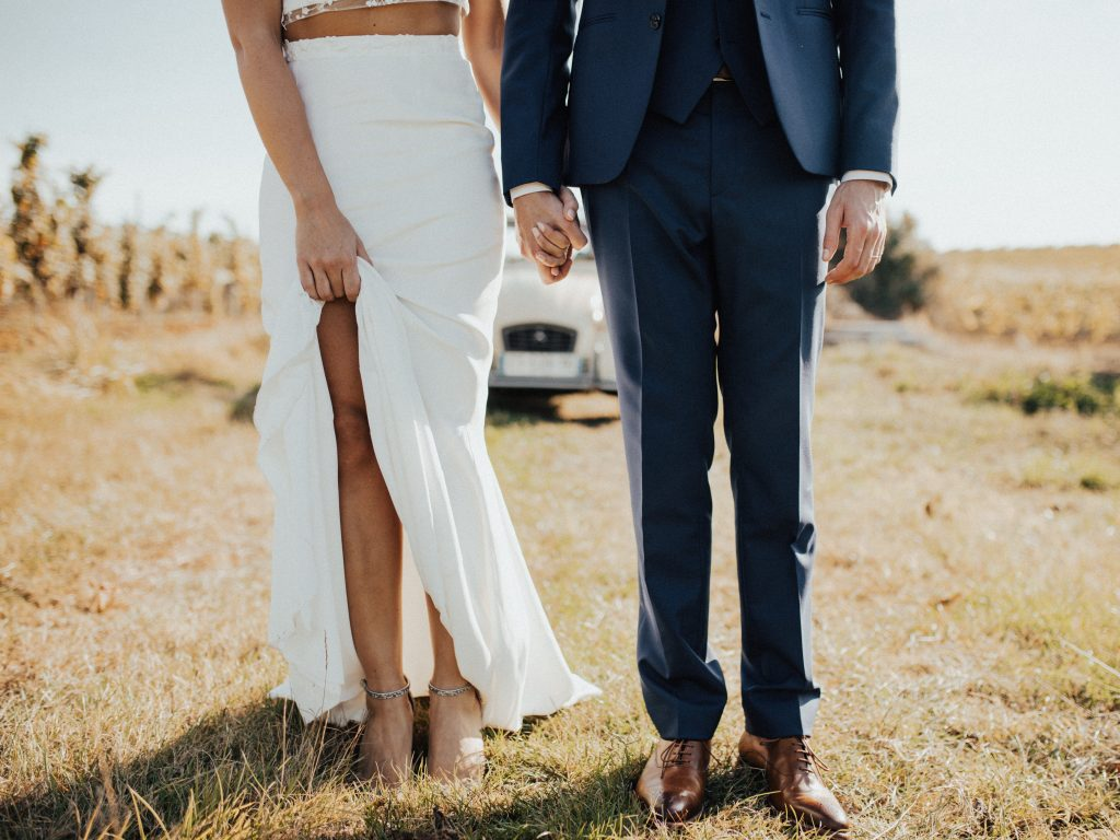 Gerade wenn man im Sommer heiraten möchte, sollte man schon früh mit der Suche nach er perfekten Hochzeits-Location beginnen.