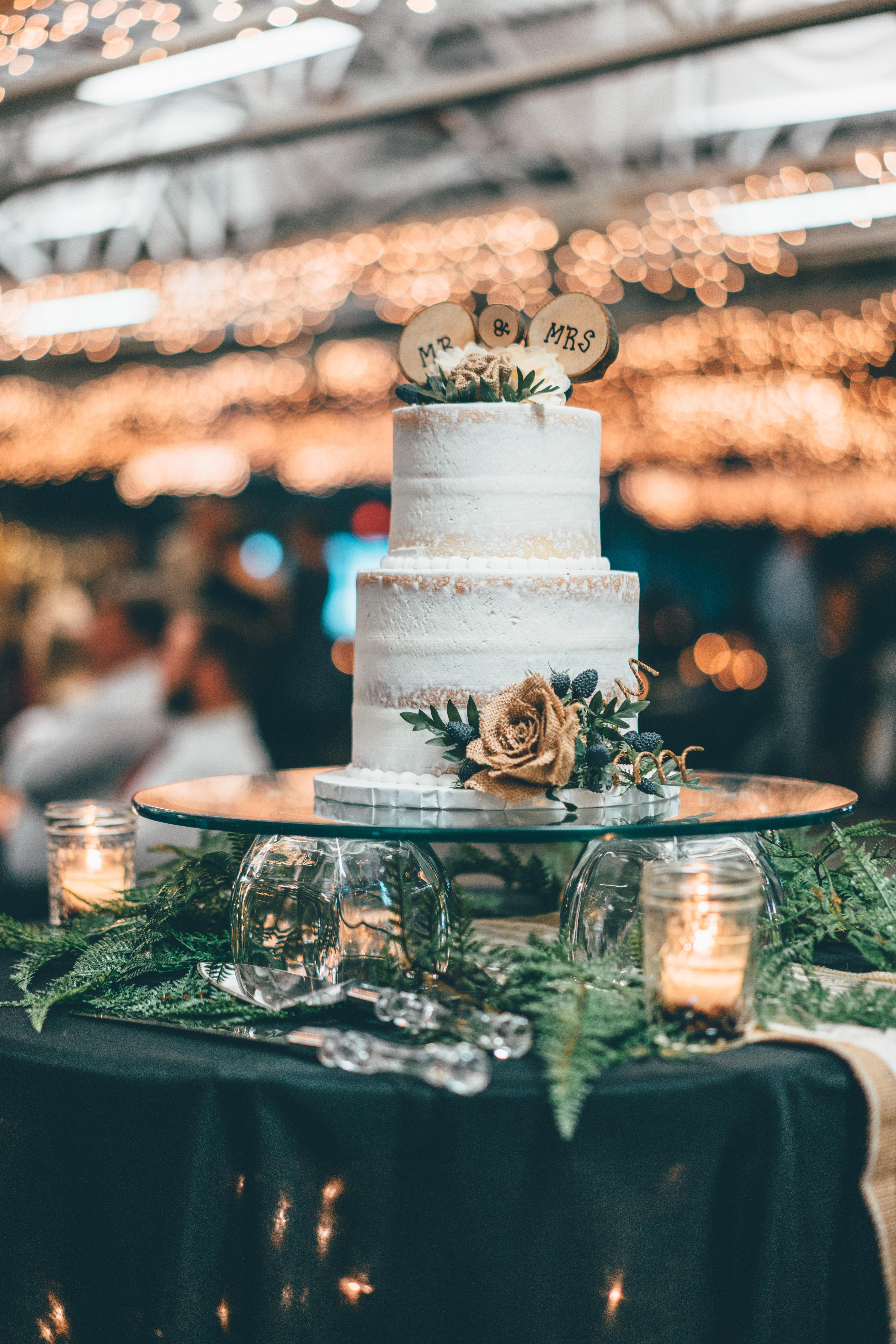 Wunderschöne Hochzeitstorte organisiert vom Wedding Planner Berlin, Lisa Müller, von Time for Wedding Hochzeitsplanung. Die Hochzeitsplanerin aus Leidenschaft!