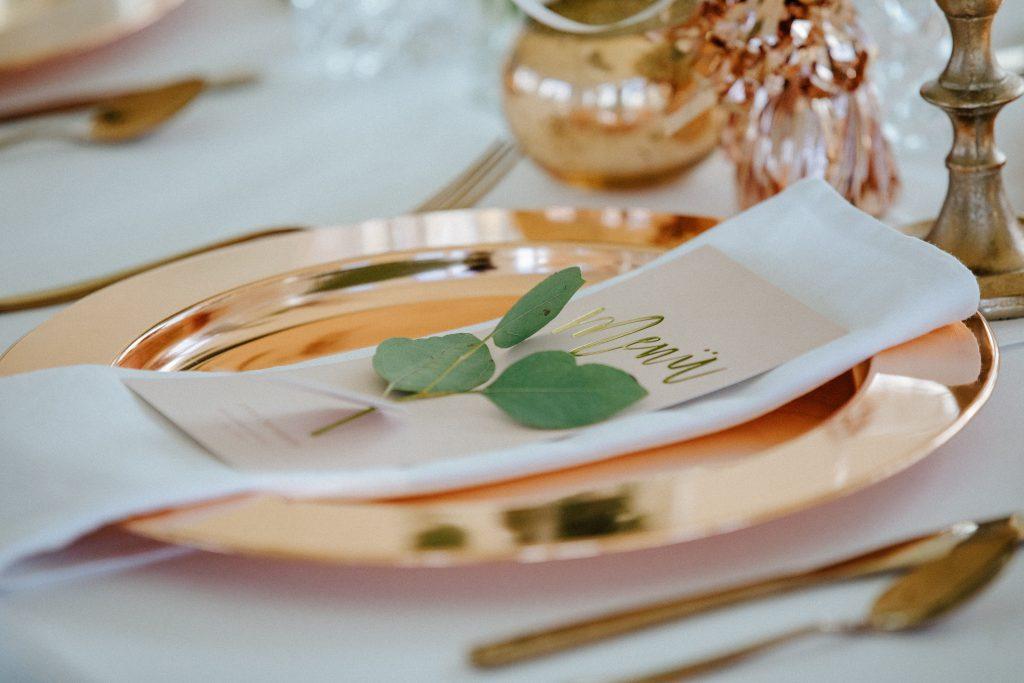 Was braucht man alles an Catering am Tag der Hochzeit? Auch diese Wünsche sollte die perfekte Hochzeits-Location abdecken.
