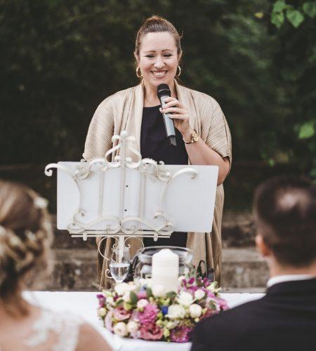 Die Freie Rednerin und Sängerin Jennifer Krawehl ist festes Bestandteil des Team Time for Wedding. Hochzeitsplanung Berlin, Brandenburg und Mecklenburg-Vorpommern.