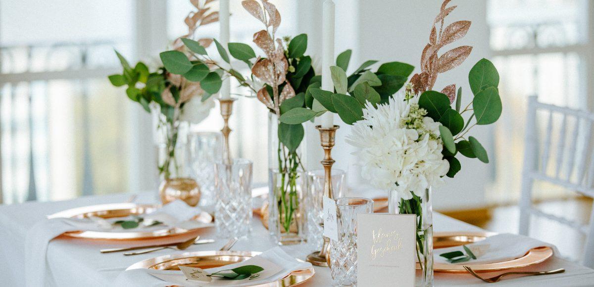 Diese Tisch-Deko für die Hochzeit von Linda&Max ist von der Hochzeitsplanerin Lisa Müller aus Berlin von Time for Wedding.