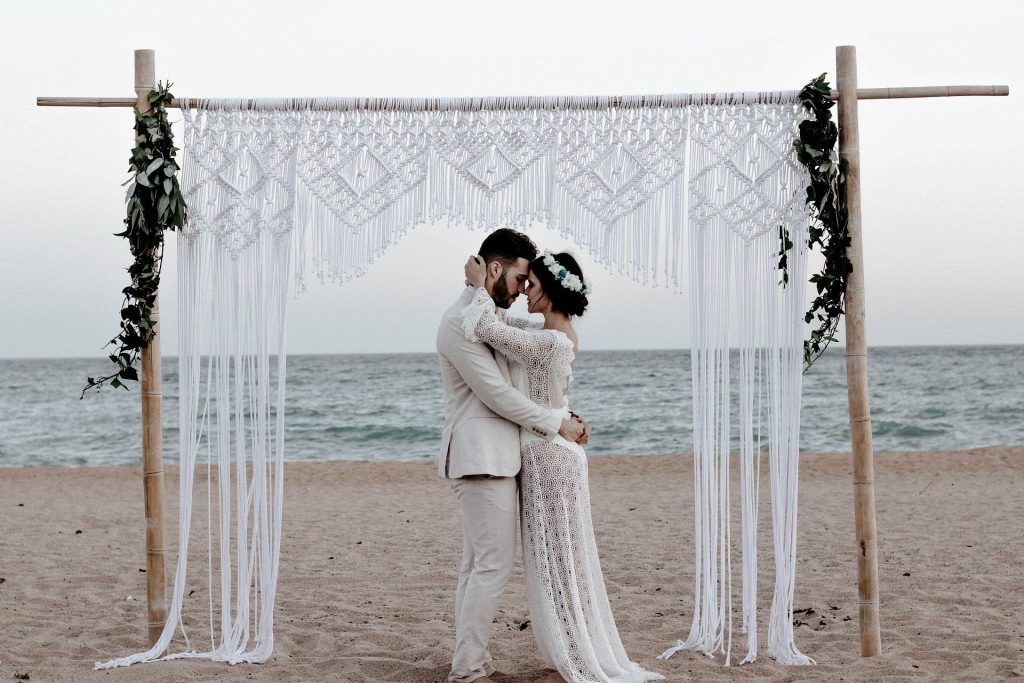 Eine Freie trauung spiegelt die Persönlichkeit des Brautpaares wieder, erzählt dessen Geschichte und ist individuell auf das Paar zugeschnitte!