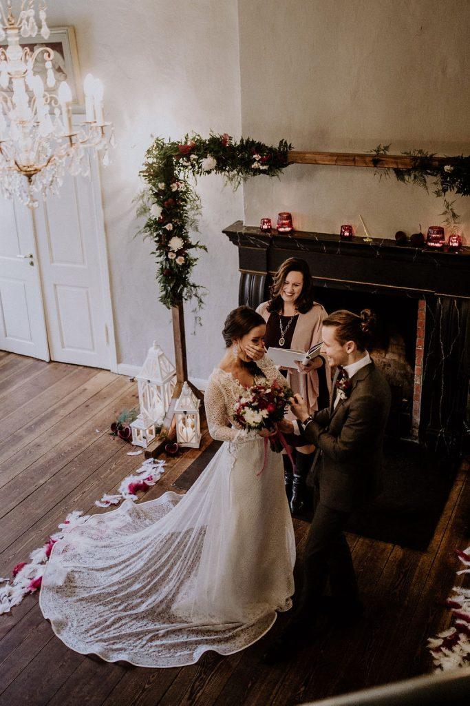 Diese emotionale Winterhochzeit wurde geplant und betreut von Hochzeitsplanerin Lisa aus Berlin.
