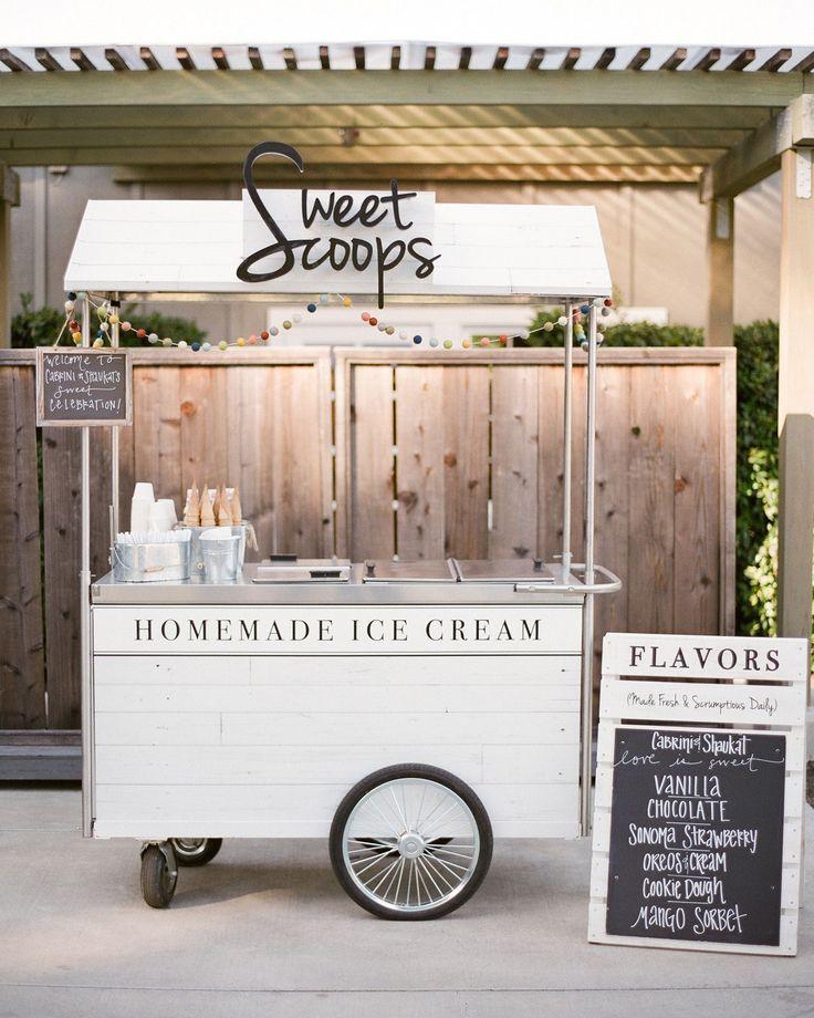 Eine großartige und auch super moderne Art der Beschäftigung für eure Gäste sind Food Trucks. Hier entsteht eine schöne und ungezwungene Stimmung.