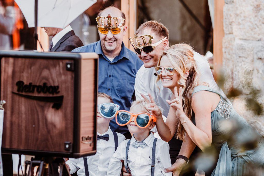 Der Foto Booth sollte mittlerweile auf keiner Hochzeit mehr fehlen. Dies empfiehlt die erfahrene Hochzeitsplanerin Lisa Müller von Time for Wedding Hochzeitsplanung.