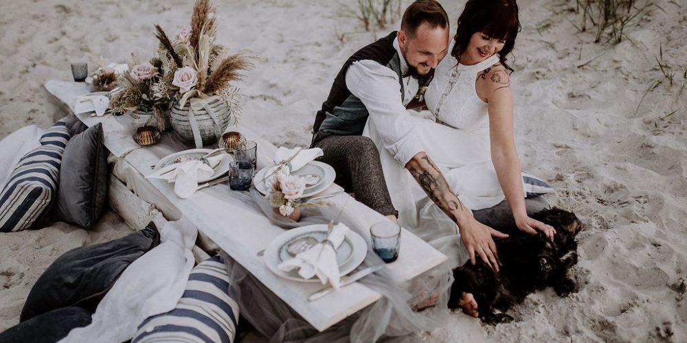 Dieses wundervolle Hochzeitskonzept wurde an der Ostsee umgesetzt. Eine schöne kleine Boho Hochzeit. Geplant und organisiert von Time for wedding Hochzeitsplanung by Lisa Müller.